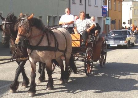 Bilder vom Festumzug aus Anlass des Jubiläums 150 Jahre organisierter Sport in der Bernsteinstadt  Ribnitz-Damgarten am 24. August 2013. Foto: Eckart Kreitlow