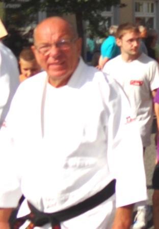 Kurt Wulf mit der Ehrenurkunde für besondere Verdienste im Sport geehrt | Zu den Ausgezeichneten auf dem diesjährigen Neujahrsempfang des Ribnitz-Damgartener  Bürgermeisters Frank Ilchmann am Freitag, dem 22.Januar 2016, im Stadtkulturhaus gehörte auch Kurt Wulf, der sich viele Jahre als Wettkämpfer, Trainer und Kampfrichter im Judo-Sport engagierte und sich dabei große Verdienste in dieser Sportart erwarb. Hier beim Festumzug aus Anlass des Jubiläums 150 Jahre organisierter Sport in Ribnitz-Damgarten am 24.August 2013. Foto: Eckart Kreitlow