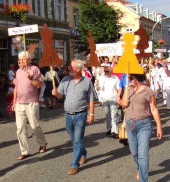Bilder vom Festumzug aus Anlass des Jubil�ums 150 Jahre organisierter Sport in der Bernsteinstadt  Ribnitz-Damgarten am 24. August 2013. Foto: Eckart Kreitlow