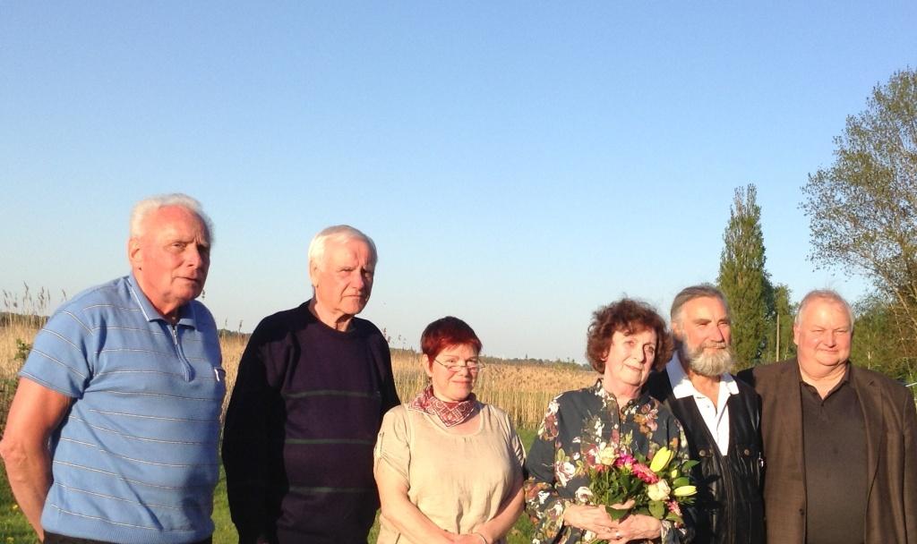 Abgeordnete und berufene B�rger der Fraktion DIE LINKE der Stadtvertretung Ribnitz-Damgarten in der zu Ende gehenden Legislaturperiode von links nach rechts: Manfred Kasch (Bau- und Wirtschaftsausschuss), Horst Schacht (stellvertretender Fraktionsvorsitzender DIE LINKE), Heike V�lschow (Stadtpr�sidentin), Renate Behnke (Vorsitzende Fraktion DIE LINKE),  Joachim Paul, Eckart Kreitlow (beide Landwirtschafts- und Umweltausschuss).