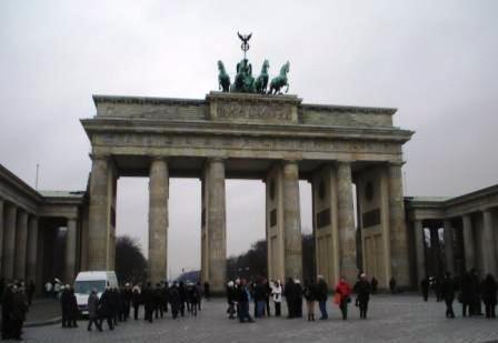 Das Brandenburger Tor mit der Quadriga in der Hauptstadt Berlin. Foto: Eckart Kreitlow