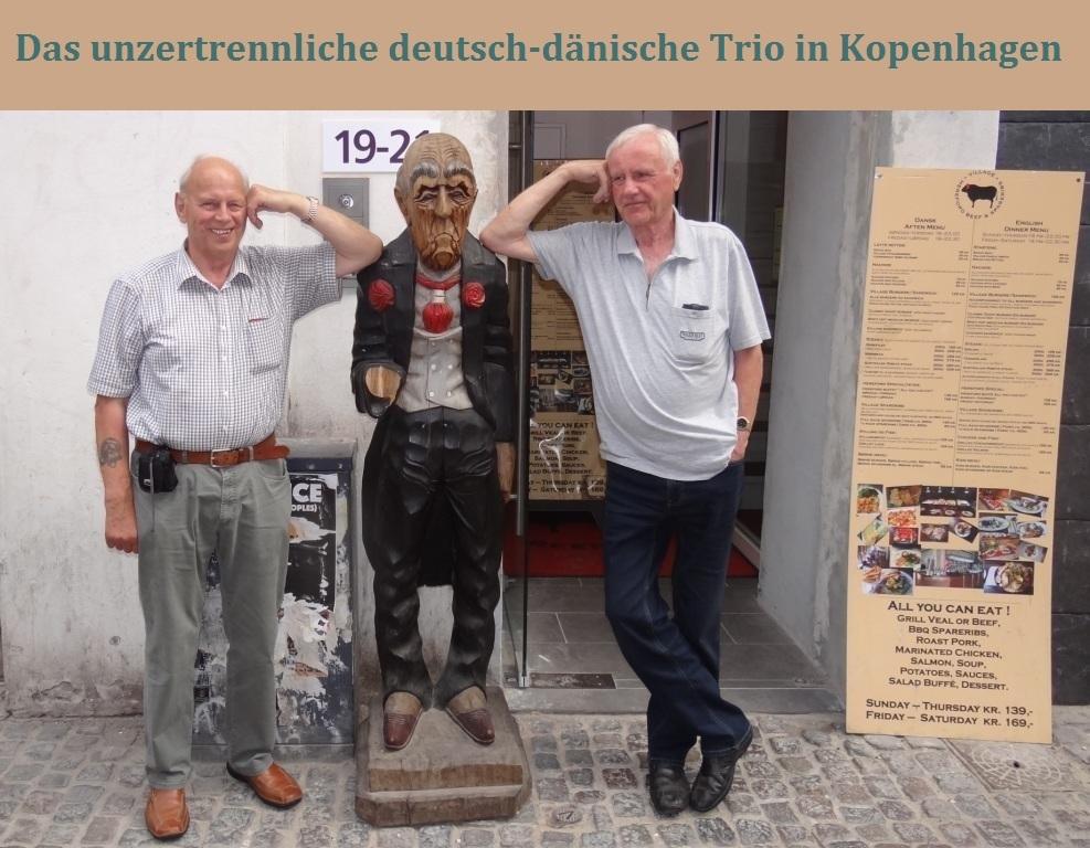 Das unzertrennliche deutsch-dänische Trio in Kopenhagen - ein deutscher Geschäftsmann inmitten von zwei deutschen Touristen aus Mecklenburg-Vorpommern im Zentrum der dänischen Metropole Kopenhagen. Foto: Eckart Kreitlow