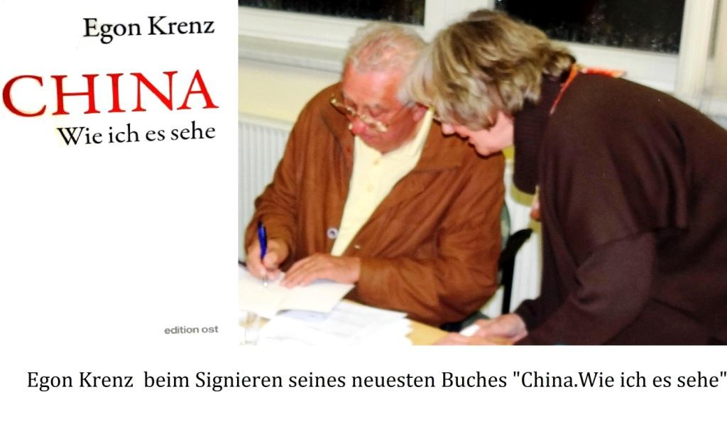 Egon Krenz beim Signieren seines neuesten Buches 'CHINA. Wie ich es sehe' in Ribnitz-Damgarten am 02. Oktober 2018. Foto: Eckart Kreitlow