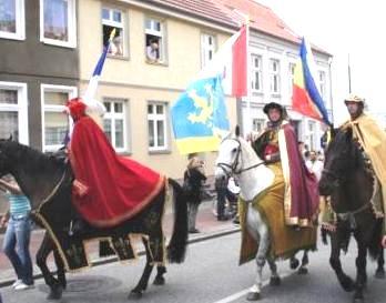 Bilder vom Festumzug zum 775-/750J�hrigen Gr�ndungsjubil�um von Ribnitz-Damgarten im Jahre 2008. Foto: Eckart Kreitlow