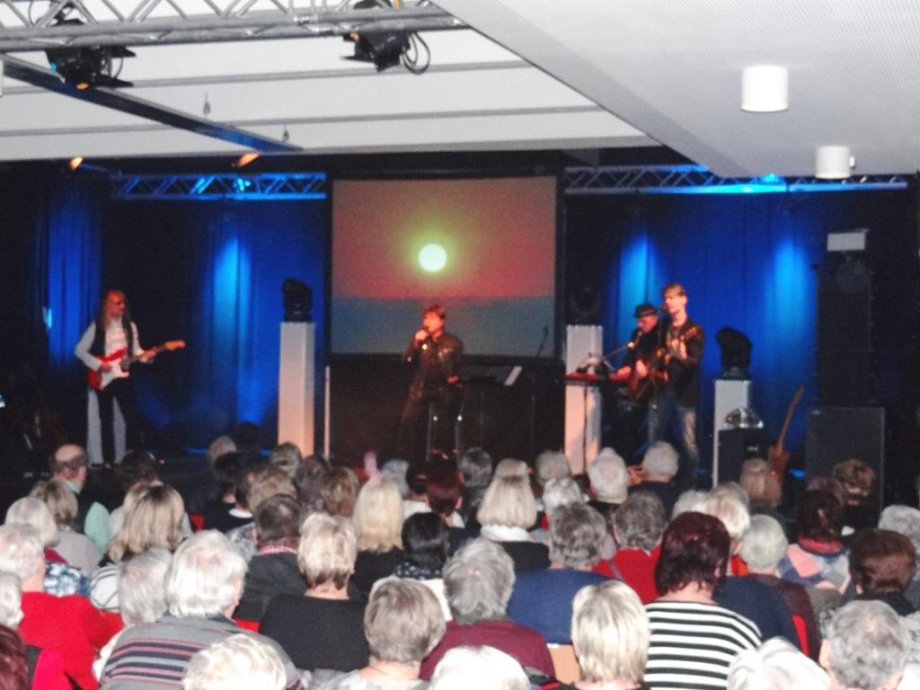 Impressionen vom Konzert 'HIT auf HIT' mit  Frank Schöbel am 6. Januar 2019 im Begegnungszentrum Ribnitz-Damgarten - Frank Schöbel seit mehr als fünf Jahrzehnten erfolgreicher Schlagersänger, Komponist, Texter, Produzent, Schauspieler, Buchschreiber, Moderator. Fotos: Eckart Kreitlow