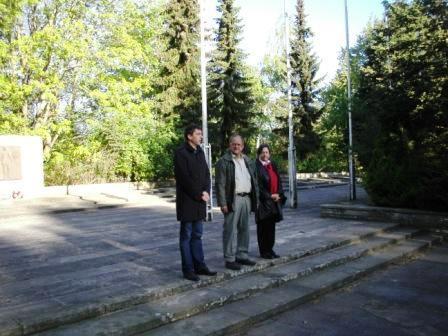 Fotos von der Gedenkveranstaltung und  der Gedenkwanderung am 1.Mai 2010 von Barth nach Ribnitz-Damgarten. Foto: Eckart Kreitlow