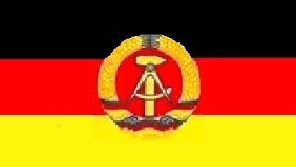 Die DDR und ihre Geschichte - Fahne mit Hammer, Zirkel und Ährenkranz. Skizze/Zeichnung: Eckart Kreitlow