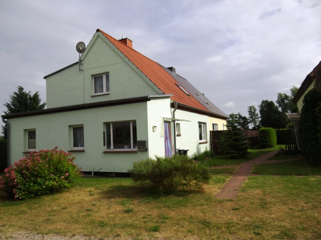 Doppelhaushälfte mit Grundstück  in ruhiger Lage in Ortsteil von Ribnitz-Damgarten  zu verkaufen  -