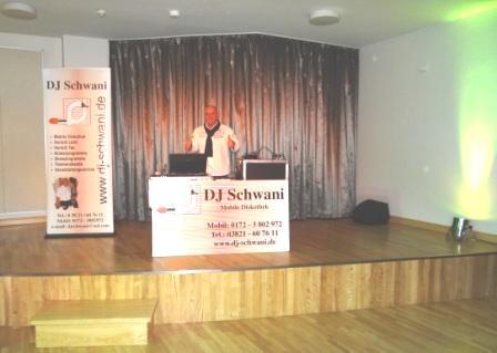 Für die flotte Musik zum Tanzen beim Köcheball am 21.Februar 2014  im Recknitztal-Hotel Marlow sorgte DJ Schwani aus Ribnitz-Damgarten. Foto: Eckart Kreitlow