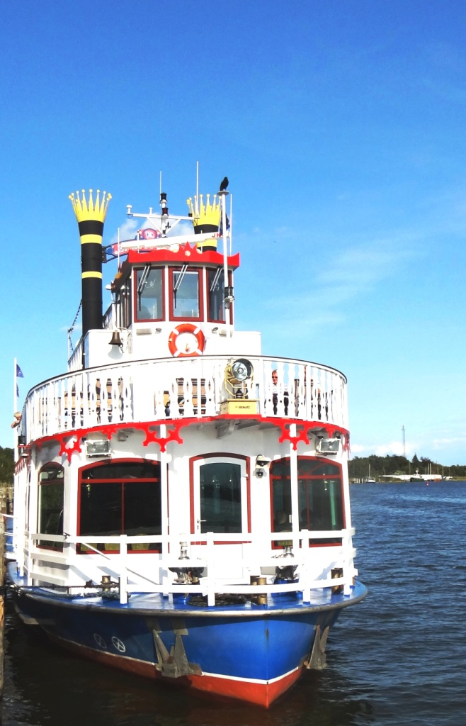 Das Fahrgastschiff der Poschke-Reederei wurde 2008 in Dienst gestellt. Bis zu 220 Passagiere finden im Salon und auf dem Sonnendeck des 26,20 m langen und 6,40 m breiten Schiffes Platz. Foto: Eckart Kreitlow