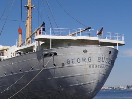 Abschied von dem ehemaligen Fracht- und Ausbildungsschiff der Deutschen Seereederei MS Georg B�chner  im Stadthafen der Hansestadt Rostock am 27.Mai 2013. Foto: Eckart Kreitlow