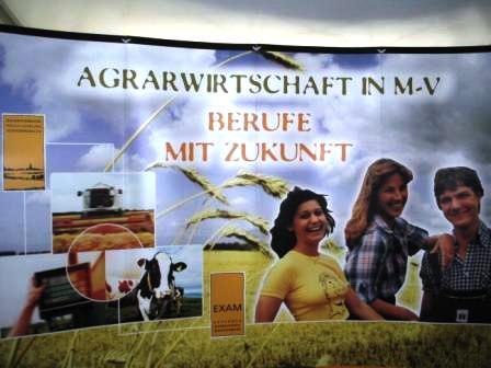 Die Bernsteinstadt Ribnitz-Damgarten war am 6. und 7.Juli 2008 Gastgeber der 8.Mecklenburg-Vorpommern-Tage. Dort wurden unter anderem auch interessante Berufe in der Agrarwirtschaft vorgestellt. Foto: Eckart Kreitlow