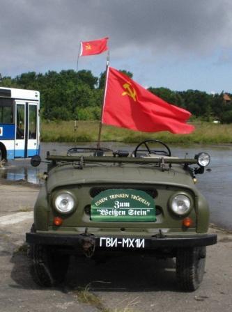 Fotos vom 6. Ostblockfahrzeugtreffen vom 6. bis 8. Juli 2007 auf dem ehemaligen Milit�rflugplatz in P�tnitz in unmittelbarer N�he von Ribnitz-Damgarten. Foto: Eckart Kreitlow