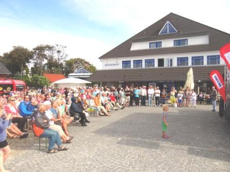 Bilder von der Ostseebädertour der Bundestagsfraktion DIE LINKE in Ostseeheilbad Graal-Müritz am 9.August 2014. Foto: Eckart Kreitlow