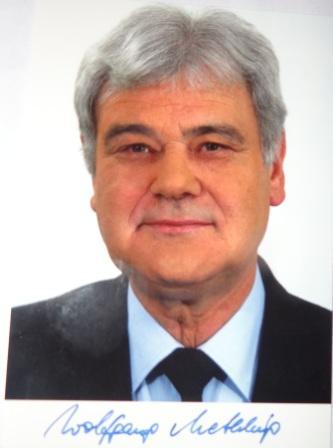 Professor Dr. Wolfgang Methling, der auch Vorstandsmitglied der EUROSOLAR-Sektion Deutschland ist und von 1998 bis 2006 Umweltminister in Mecklenburg-Vorpommern war, sprach sich f�r die noch st�rkere Nutzung der erneuerbaren Energien aus und kritisierte in dem Zusammenhang scharf die von der Bundesregierung geplante Reform des Erneuerbare-Energien-Gesetzes (EEG). Mit der geplanten EEG-Novelle sei beabsichtigt, eine Abgabe auf Solarstrom zu erheben. Damit w�rden die Erneuerbaren Energien ausgebremst.
