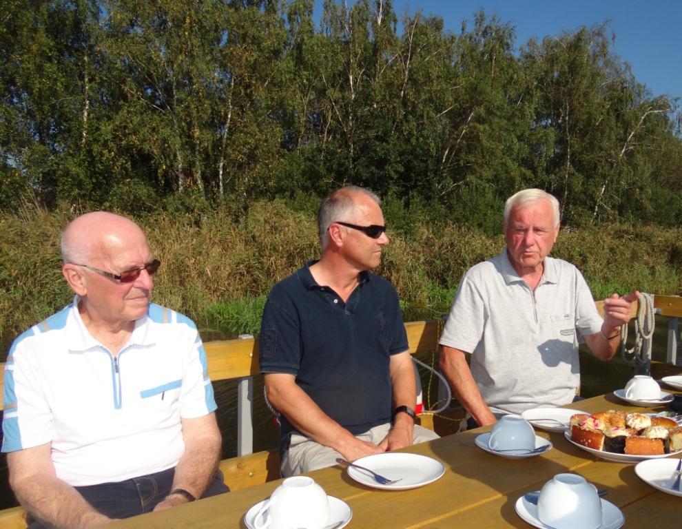 Bilder von der Dankesch�n-Flo�fahrt des Ribnitzer Sportvereins 1919 e.V. mit F�rderern und Unterst�tzern des RSV am 15.September 2016 vom Damgartener Hafen aus auf der Recknitz entlang. Foto: Eckart Kreitlow