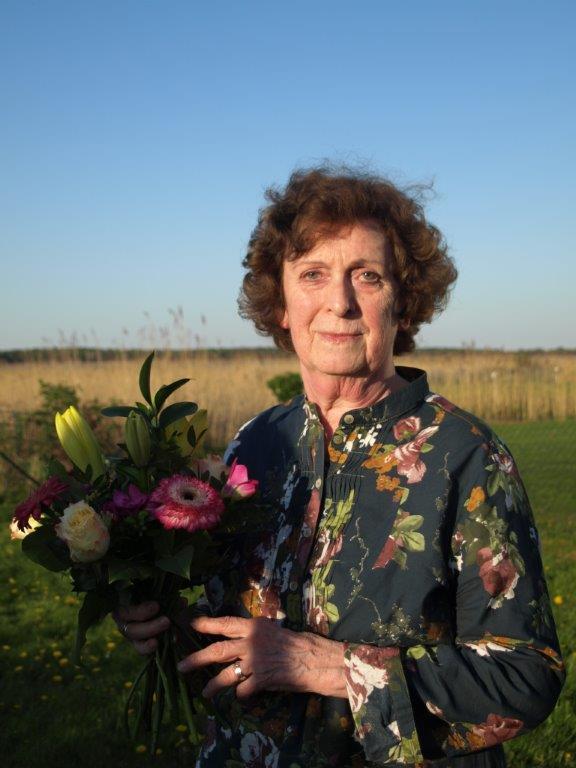 Der Vorsitzenden der Fraktion DIE LINKE in der Stadtvertretung Ribnitz-Damgarten, Genossin Renate Behnke, wurde auf der Mitgliederversammlung des Ortsverbandes DIE LINKE Ribnitz-Damgarten am 28.April 2014 mit einem Blumenstrau� und herzlichen Worten f�r ihre 20-j�hrige Abgeordnetent�tigkeit gedankt.