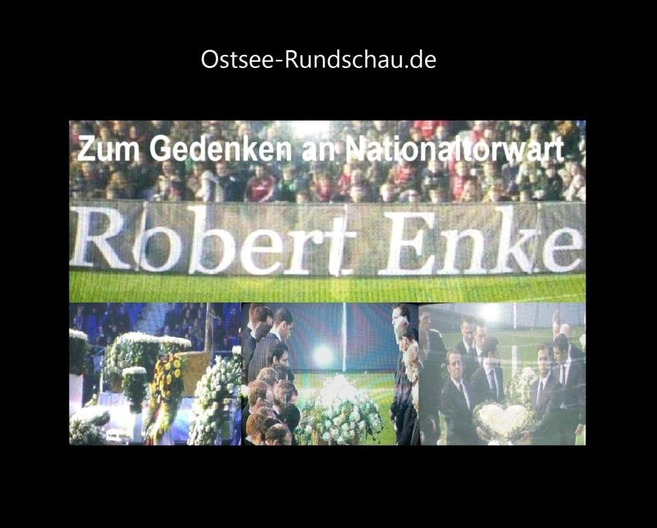 �berw�ltigende Trauerfeier mit �ber 45 000 Trauerg�sten in der AWD-Arena von Hannover 96 zum Abschied von Nationaltorwart Robert Enke am 15.November 2009. Foto: Eckart Kreitlow
