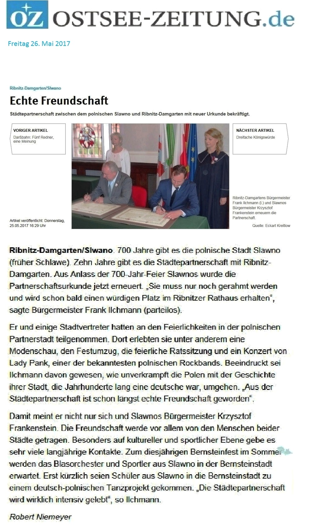 700 Jahre Partnerstadt von Ribnitz-Damgarten Sławno - Beitrag mit Foto in der Ostsee-Zeitung am 26. Mai 2017 | Titelzeile Echte Freundschaft | Autor: Robert Niemeyer - Feierliche Unterzeichnung der Verlängerung des Partnerschaftsvertrages zwischen den beiden Partnerstädten Sławno und Ribnitz-Damgarten. Foto: Eckart Kreitlow - Ostsee-Rundschau.de