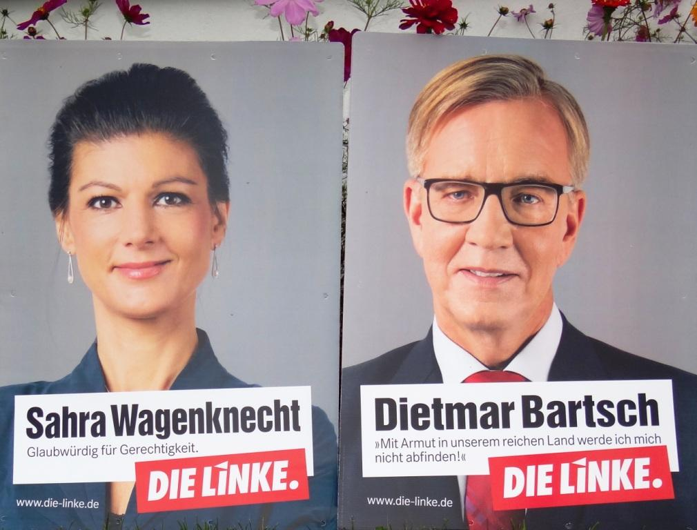 Das Spitzenduo der Partei DIE LINKE  zur Bundestagswahl zum 19. Deutschen Bundestag auf Wahlplakaten. In der zu Ende gehenden 18. Legislaturperiode ist die Partei DIE LINKE im Deutschen Bundestag  mit 64 Abgeordneten vertreten. Oppositionsführer der Linksfraktion sind die beiden Fraktionsvorsitzenden Dr. Sahra Wagenknecht und Dr. Dietmar Bartsch. Die Bundestagswahl zum 19. Deutschen Bundestag findet am 24. September 2017 statt. Foto: Eckart Kreitlow
