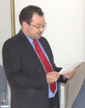 Herr Heiko Körner legt den Amtseid ab. Herr Körner, der zugleich Leiter des Amtes für Bau, Wirtschaft und Liegenschaften ist, wurde zum ersten Stellvertreter des Bürgermeisters der Bernsteinstadt gewählt. Foto: Eckart Kreitlow