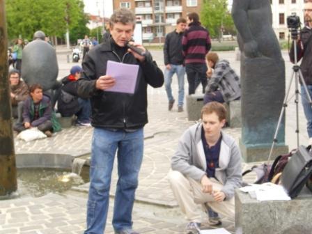 Die Organisatoren Henning Schüßler und Torsten Pätzold richteten zuerst das Wort an die Menge.