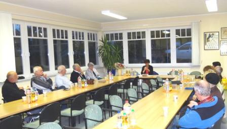 Parteiversammlung des Ortsverbandes DIE LINKE Ribnitz-Damgarten mit Ida Schillen, Mitglied des Parteivorstandes DIE LINKE, am 9.Oktober 2013 in Ribnitz-Damgarten. Foto: Eckart Kreitlow