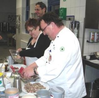 Kochen mit Kochtalent Marcel Thiele  vom Team Inspiration des renommierten W�rzmittelherstellers und Gew�rzmittelgro�handelsunternehmens Wiberg zum Thema Wild und Wildgefl�gel. Foto: Eckart Kreitlow